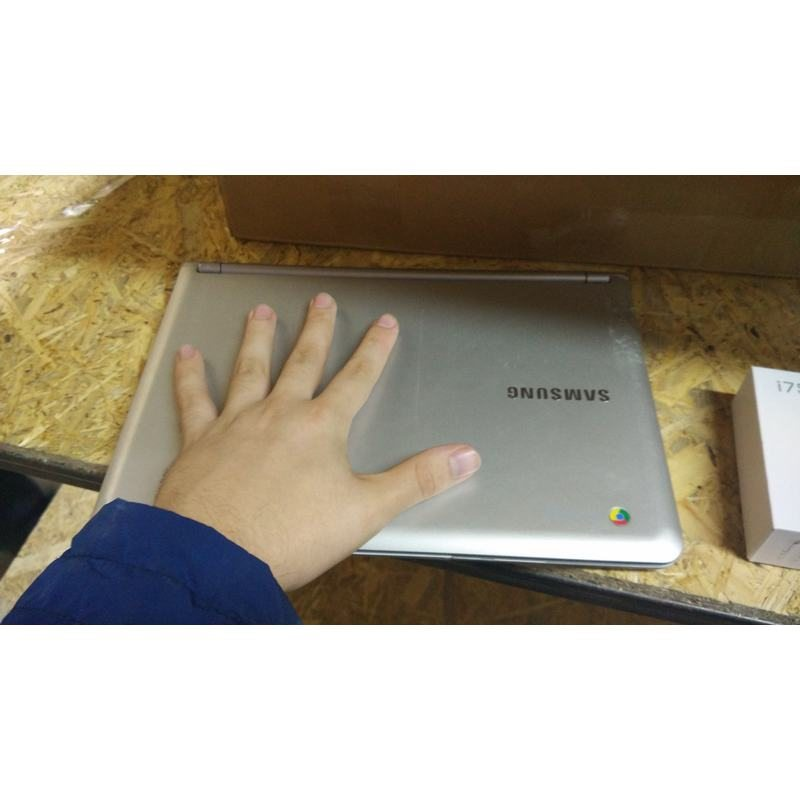 Нетбук Samsung XE303C12-A01US