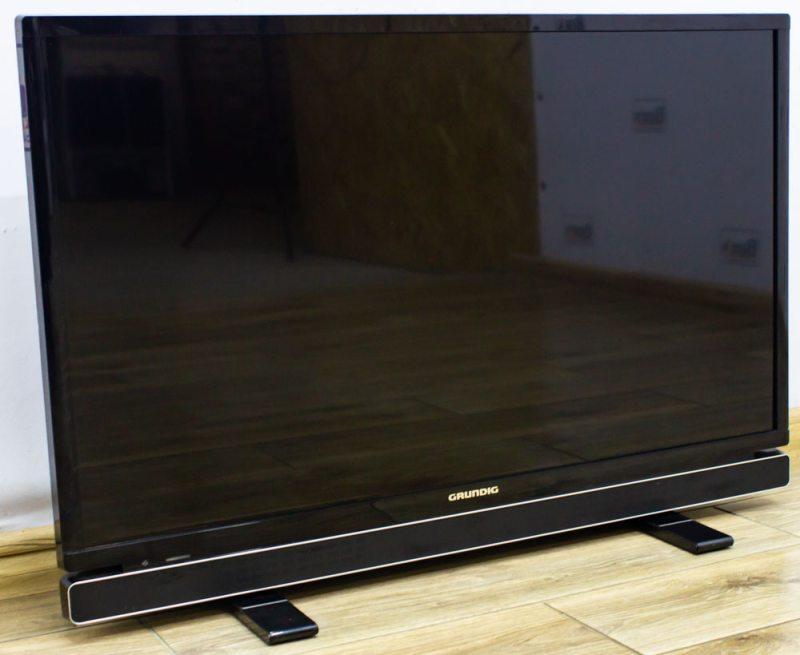 Телевизор Grundig 32VLE6800BP